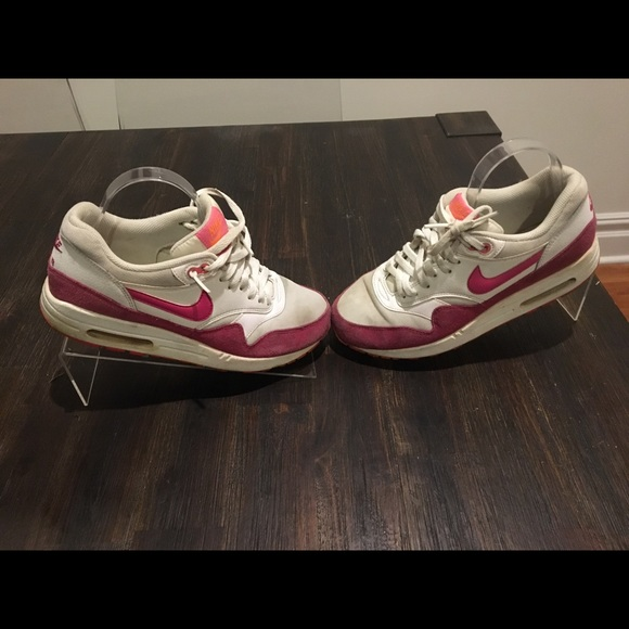 buy popular 766f8 c42f1 Womens NIKE Air Max 90 Hot Pink   White. M 5c13b95eaa571960ee033ab0